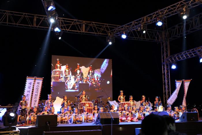 西帰浦七十里祭り(서귀포칠십리축제)