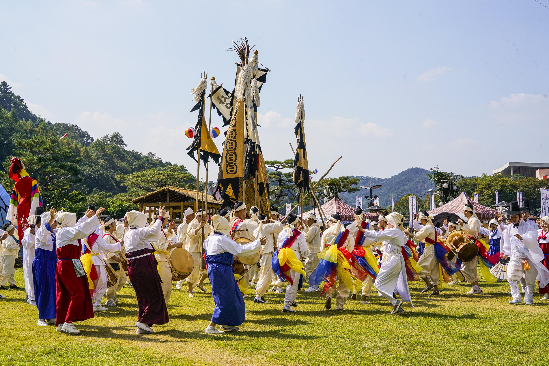 Hyo Culture Ppuri Festival (대전 효문화뿌리축제)