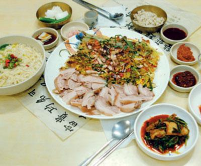 Daebaek Sonkalguksu (대백손칼국수)