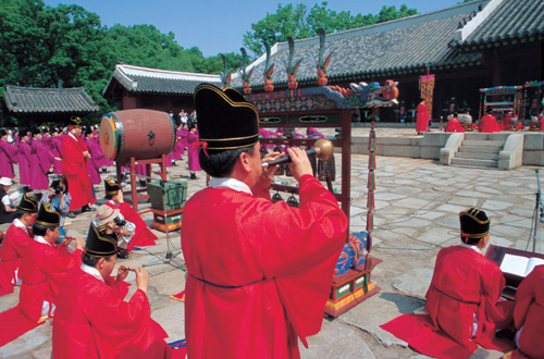 Jongmyodaeje (Royal Ancestral Memorial Rite of Joseon) (종묘대제)