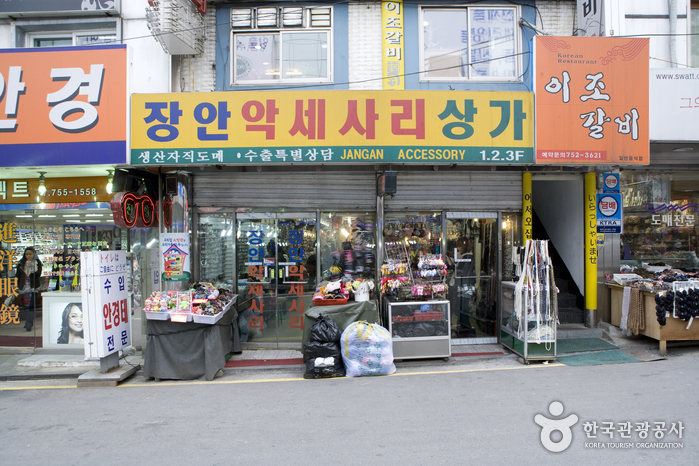 Jangan Accessory Shopping Center (장안 액세서리상가)