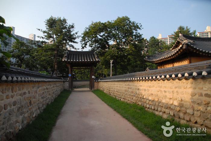 Daejeon Hoedeok Dongchundang Park (대전 회덕 동춘당 공원)
