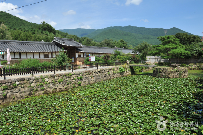 Gurye Unjoru Historic House (구례 운조루 고택)