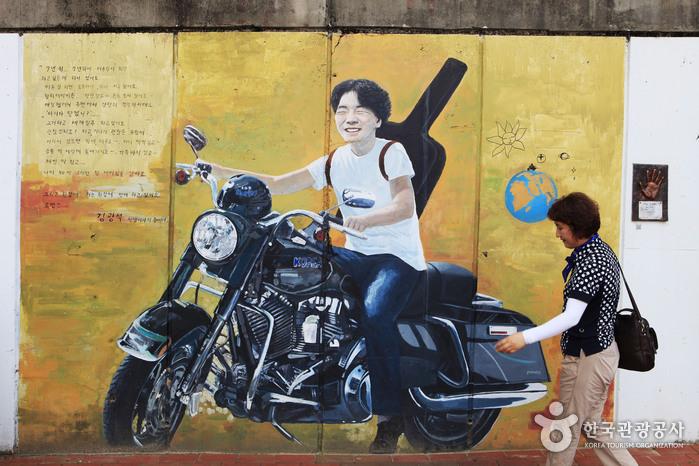 Улица имени музыканта Ким Кван Сока (김광석 길)17