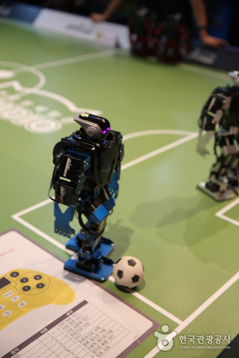드리블 하는 로봇