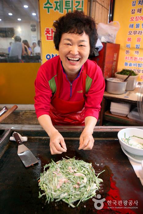 웃음과 맛이 살아 있는 60년 전통의 경산시장