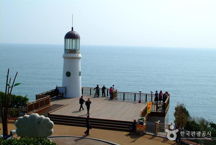 Dongbaekseom Island (동백공원)