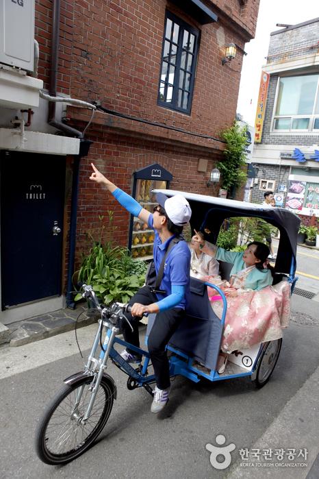 자전거 인력거를 타고 북촌 골목을 돌아보는 소소한 즐거움