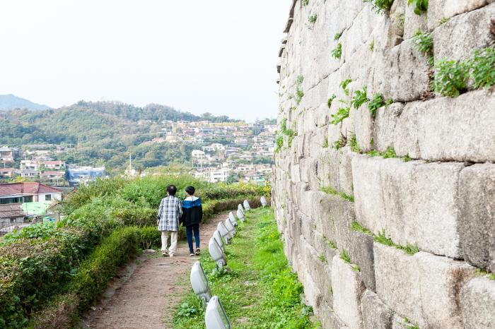 할머니와 걷는 성곽길