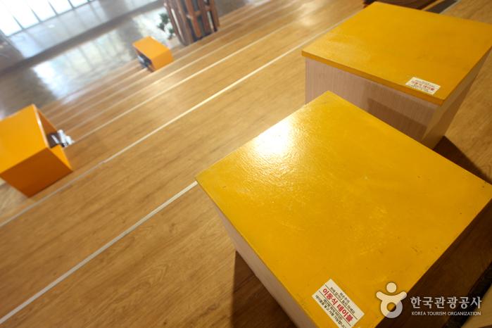 계단형 좌석 어디든 가져갈 수 있는 이동식 테이블