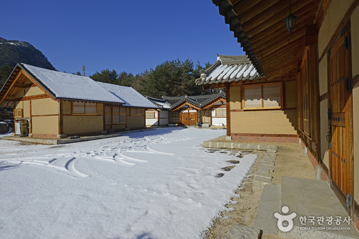 Hwacheon Hanok School (화천한옥학교)[한국관광품질인증제/ Korea Quality]
