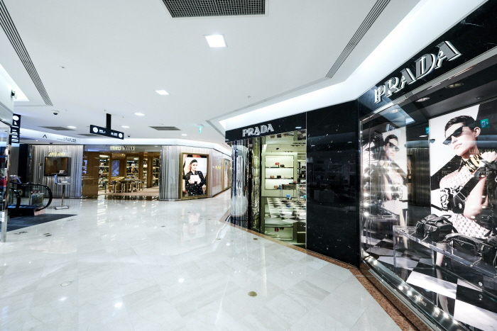 Dongwha Duty Free Shop (동화면세점)