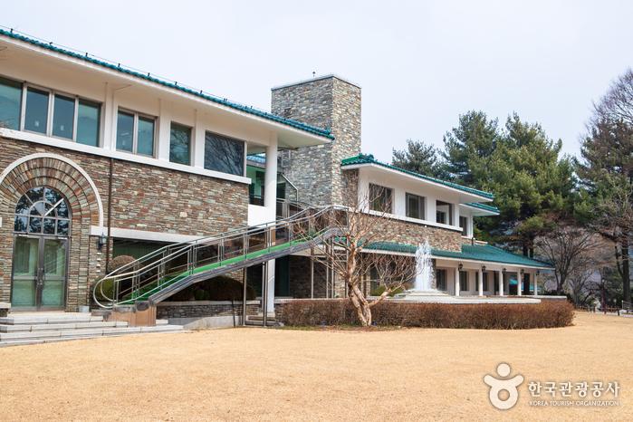Cheongnamdae Presidential Villa (청남대)