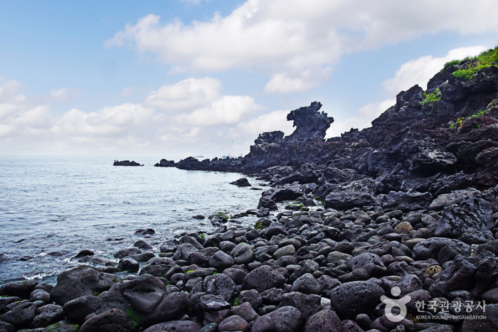 Yongduam Rock (Dragon Head Rock) (용두암)