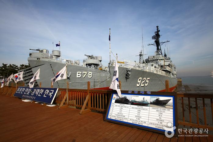 Marine Tourismusorganisation Dangjin (Hamsang-Park) (당진항만관광공사 (삽교호 함상공원))