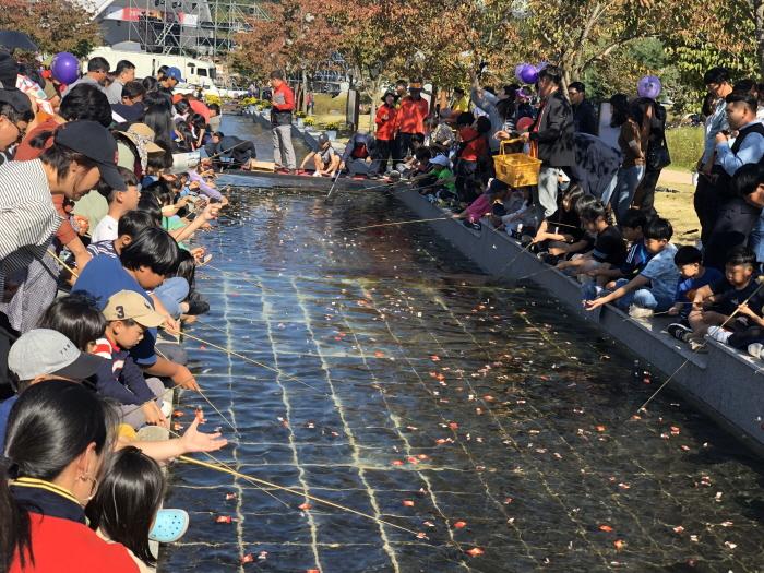 Фестиваль красного женьшеня в Чинане ([문화관광축제] 진안 홍삼축제)2