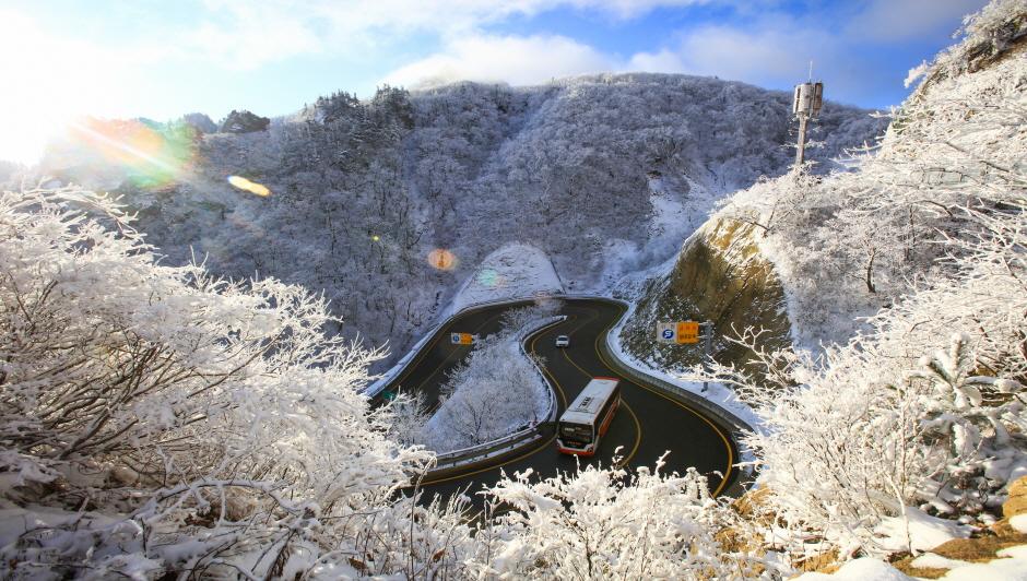 Osaengnyeong (Hangyeryeong) Pass (오색령(한계령))