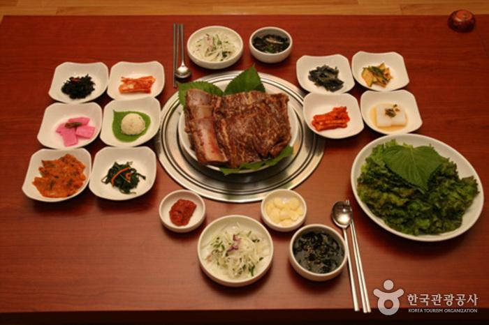 Songjeonggwan (우륵갈비-구.송정관)