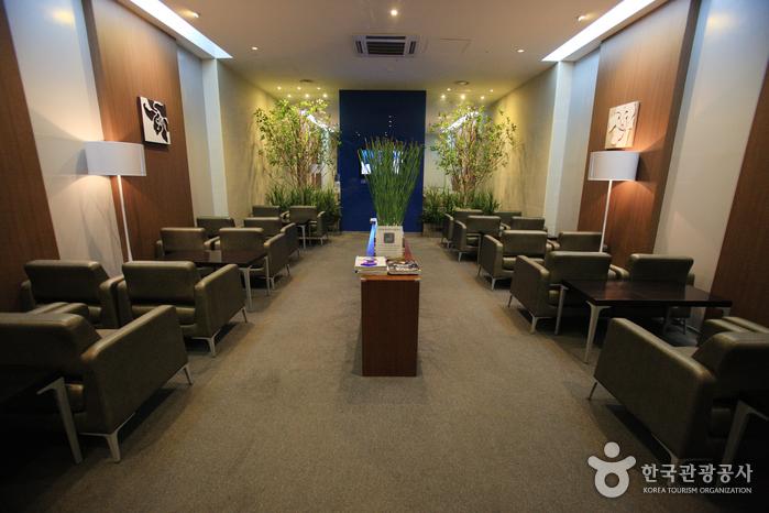 Lotte Premium Outlets - Gimhae Branch (롯데프리미엄아울렛 (김해점))