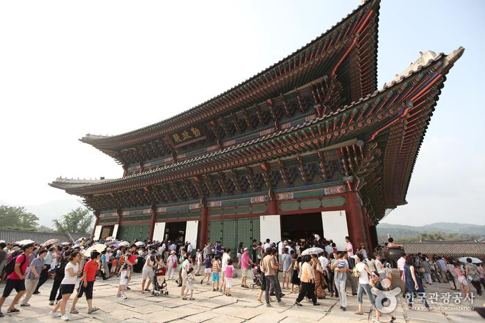 Gyeongbokgung Palace (Taegukgi-gil) (경복궁 (태극기 길))