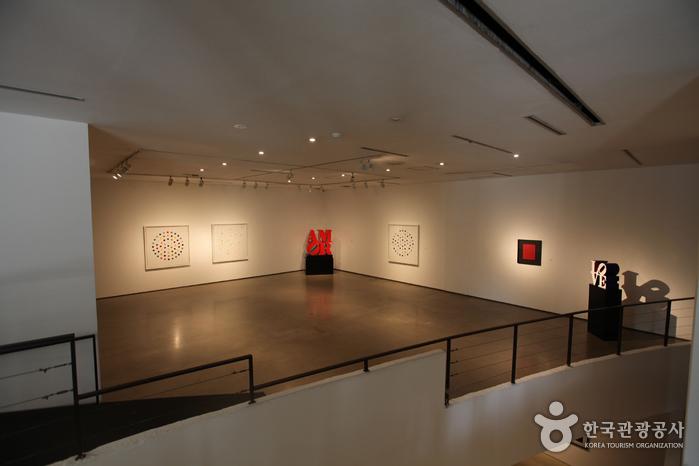 GALLERY HYUNDAI(갤러리 현대)