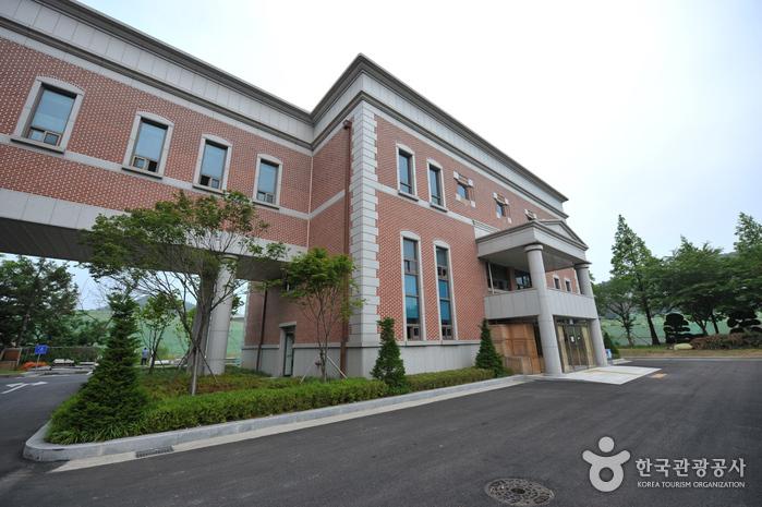 Songam Art Museum (송암미술관)