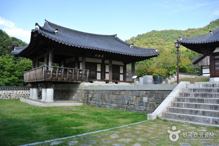 Uamsajeok Park (우암사적공원)
