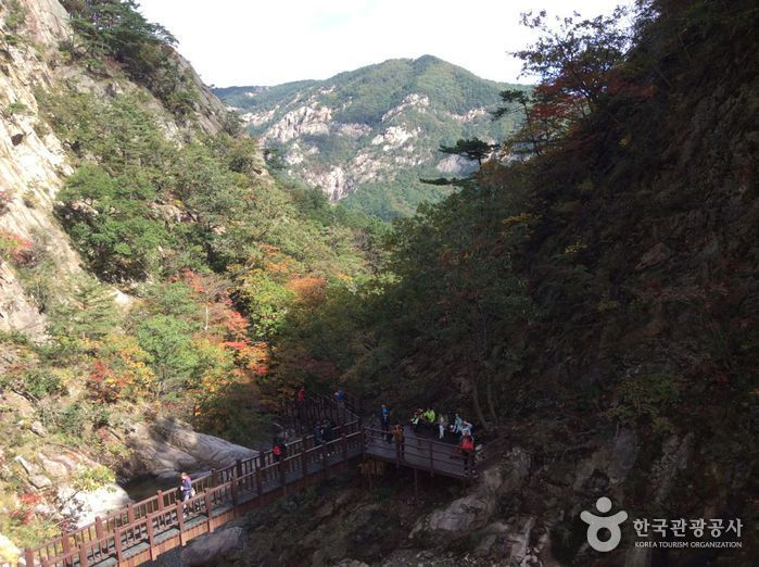 Yukdam Falls (육담폭포)
