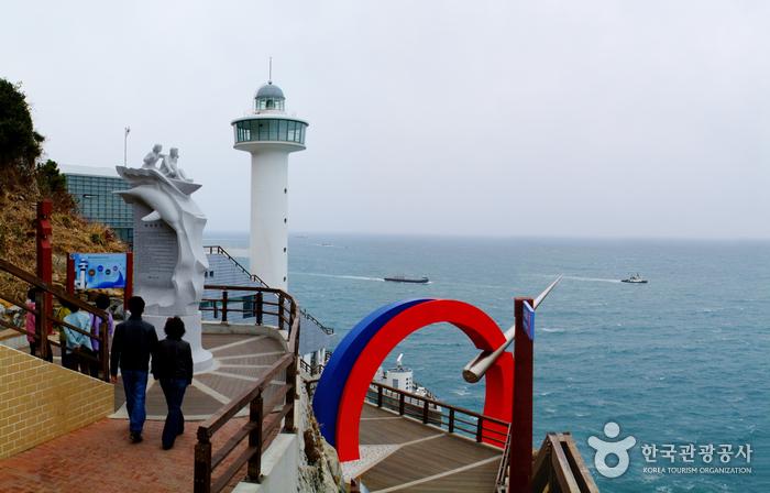Taejongdae Resort Park (태종대 유원지)