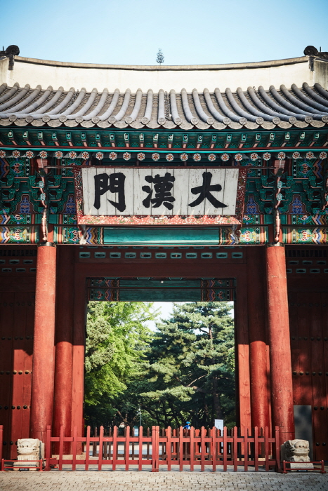 Ворота Тэханмун во дворце Токсугун (덕수궁 대한문)16