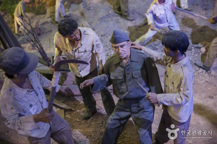 친공 포로들이 돗드 장군을 납치하는 장면