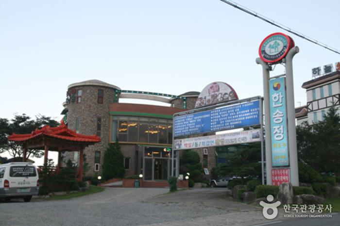 Hansongjeong Garden (한송정가든)