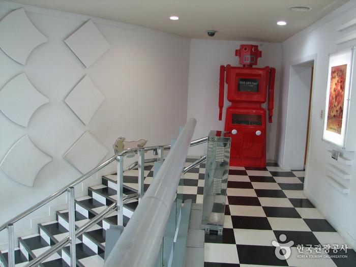 Animation Museum & Robot Studio (춘천 애니메이션박물관 & 로봇체험관)