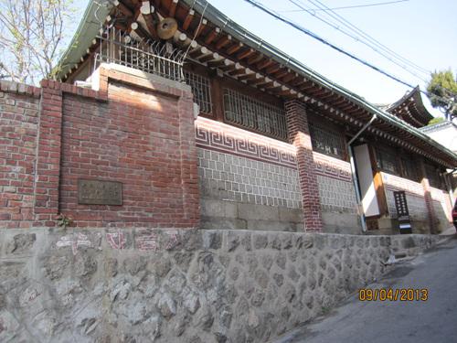 Taller de Artesanías Folclóricas de Bukchon (북촌민예관)