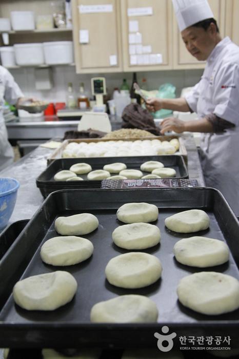 흰찰쌀보리로 빵을 만드는 영국빵집