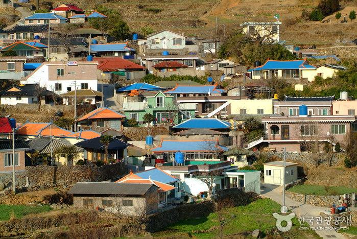 Daraengi Village (가천 다랭이마을)