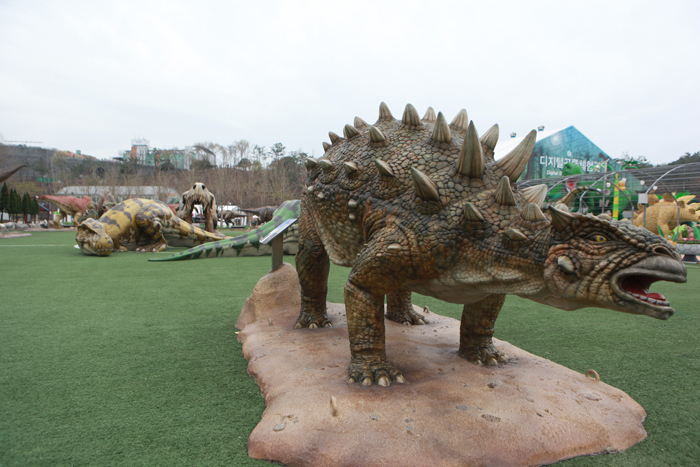 1억6천만년 전, 공룡들의 파티장에서 펼쳐지는 축제