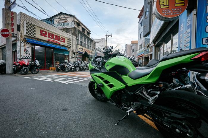 大邱機車商街(대구 오토바이골목)