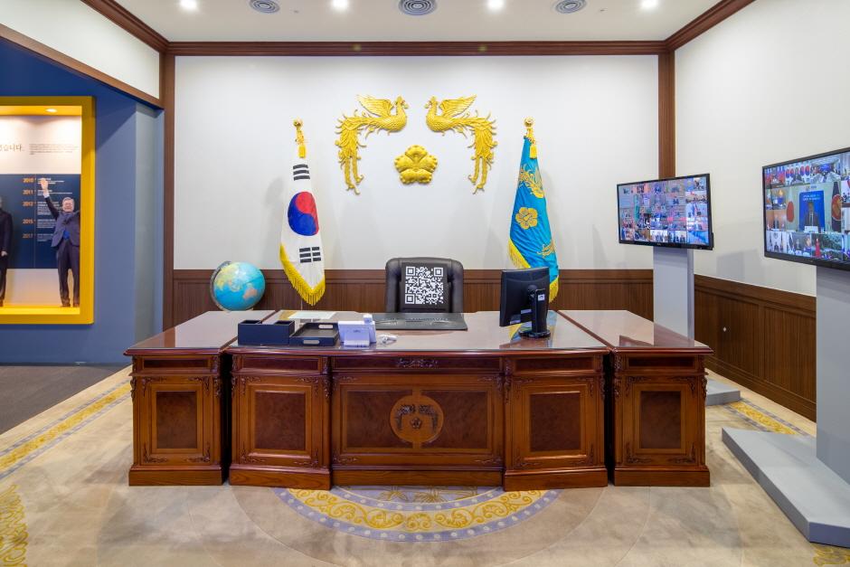 Павильон «Саранчхэ» президентской резиденции Чхонвадэ (청와대사랑채)14