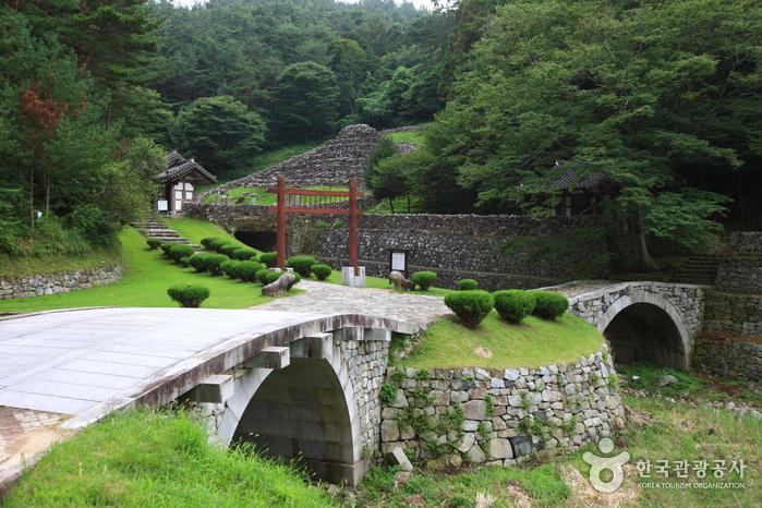 Гробница короля Кухёна (산청 전 구형왕릉)7