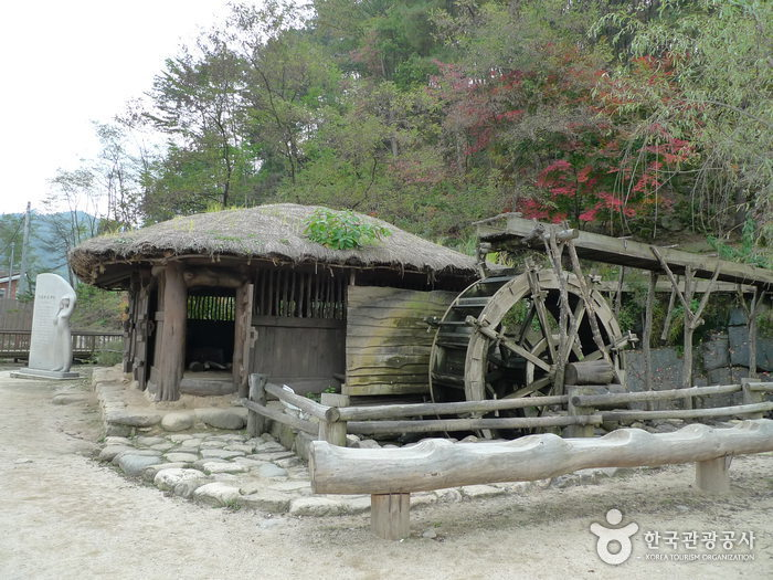 Lee Hyo-seok Culture Village (이효석 문화마을)