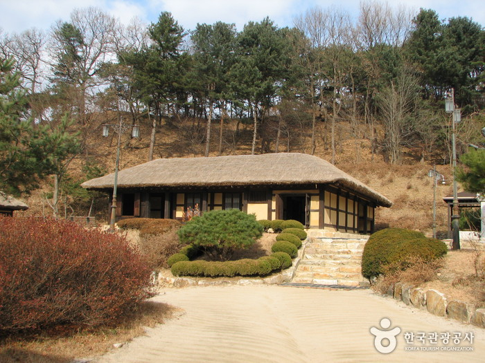 Kim You-jeong House of Literature (Sille Village) (김유정 문학촌)