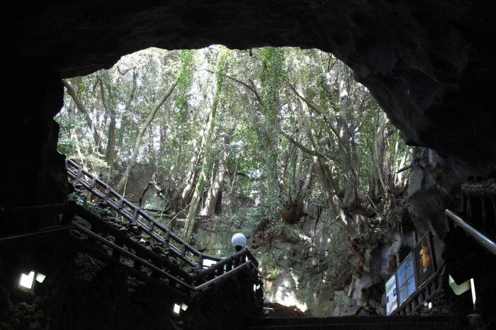 Пещера Манчжангуль (만장굴 [유네스코 세계자연유산])