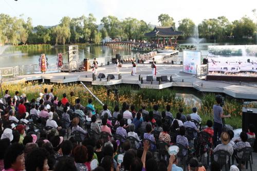 Фестиваль лотосов Пуё Содон (부여서동연꽃축제)15