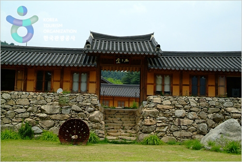 Chi-ong Art Center (취옹예술관)
