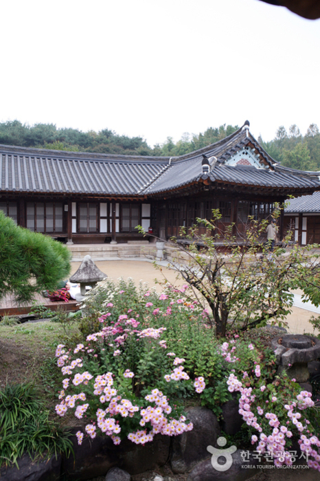 House of Lee Jang-woo (이장우 가옥)