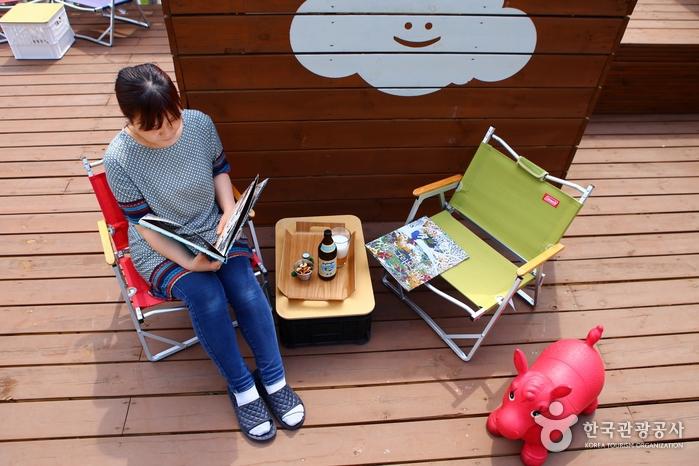 날씨가 좋을 땐 야외 옥상이 명당이다.