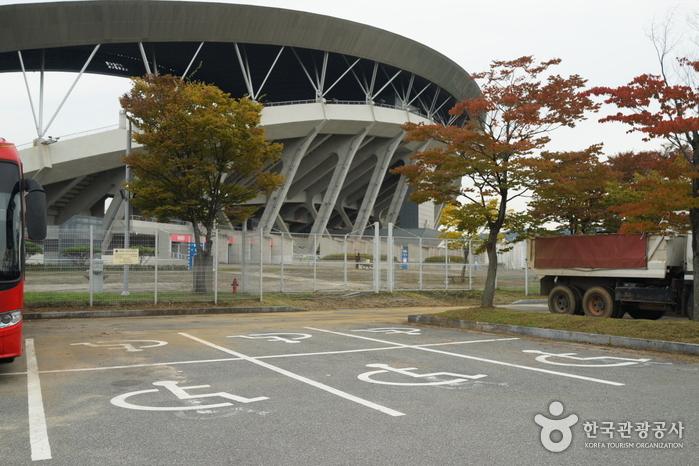Стадион Чемпионата мира по футболу в Кванчжу (광주월드컵경기장)14