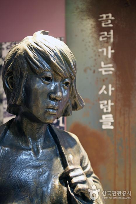 하얼빈역 2층 위안부 동상