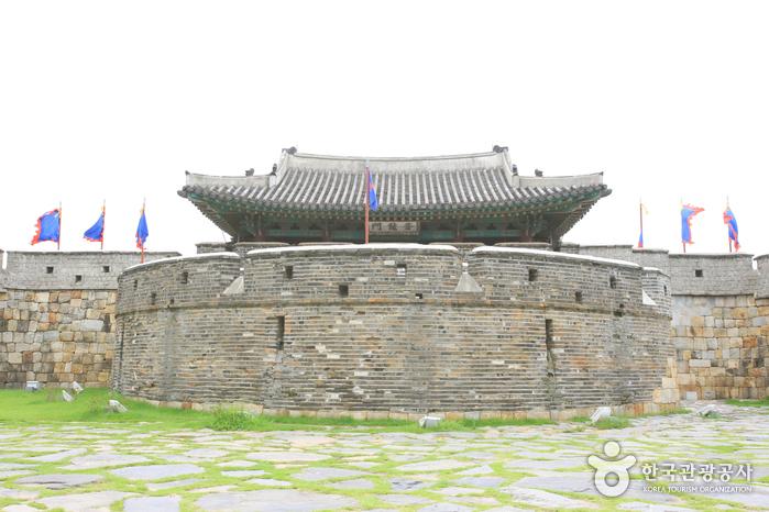 Ворота Чханнёнмун в крепости Хвасон в Сувоне9